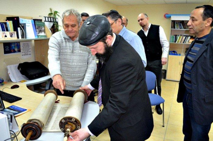 Відомий в Конотопі лікар Доляр Г.Я. передав до Музею «Пам'ять єврейського народу та Голокост в Україні» безцінні експонати(Фото) (фото) - фото 1