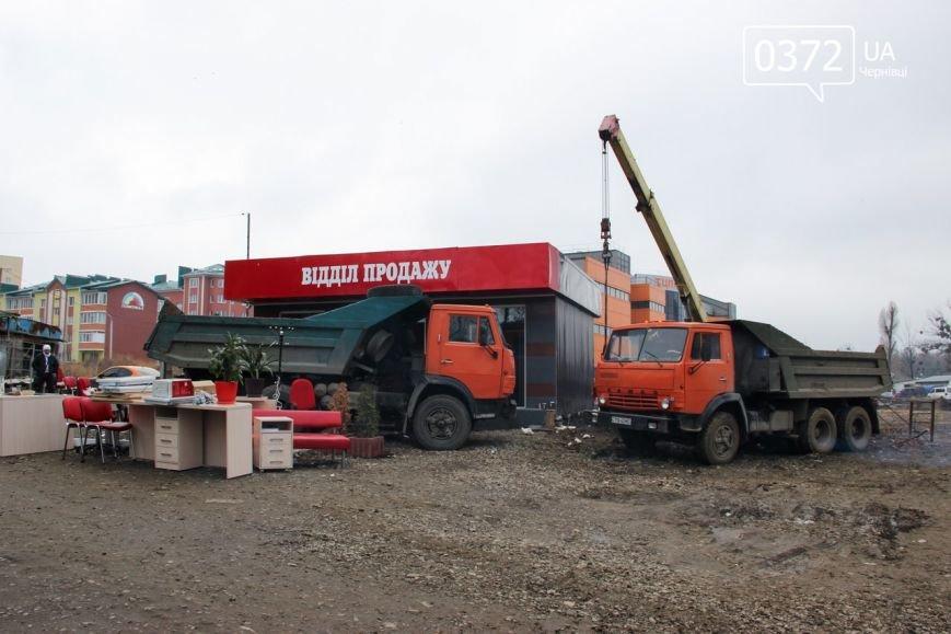 У Чернівцях демонтували відділ продаж «Гіпербуд» (фото) - фото 1