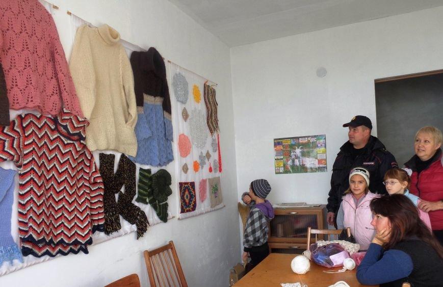 В Алупке открылись две выставки детского творчества (фото) - фото 1