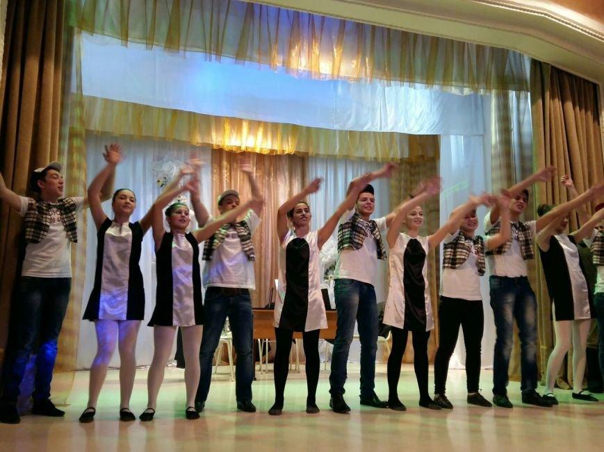 В Новошахтинске состоялась яркая и веселая игра КВН «Молодежь рулит» (фото) - фото 3