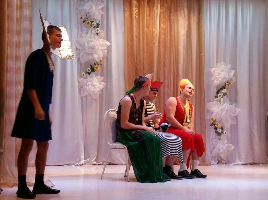 В Новошахтинске состоялась яркая и веселая игра КВН «Молодежь рулит» (фото) - фото 1
