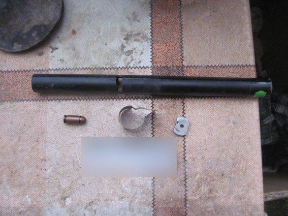 В Чернигове пенсионер открыл оружейный цех, чтобы «разобраться» с участковым и соседями (фото) - фото 1