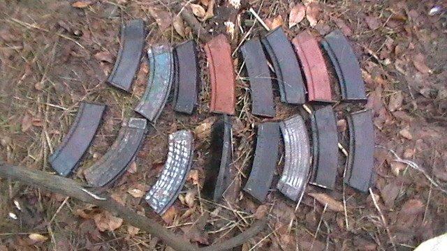 СБУ обнаружила на Днепропетровщине тайник с арсеналом оружия и боеприпасов (ФОТО) (фото) - фото 1