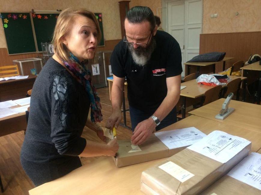 В Мариуполе начался процесс выдачи бюллетеней участковым комиссиям (ФОТО, ВИДЕО), фото-11
