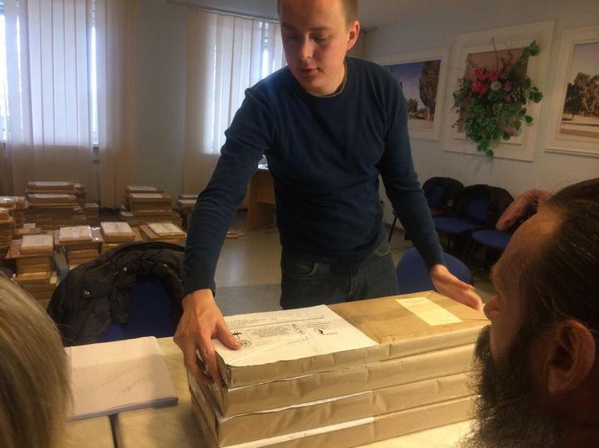 В Мариуполе начался процесс выдачи бюллетеней участковым комиссиям (ФОТО, ВИДЕО), фото-4