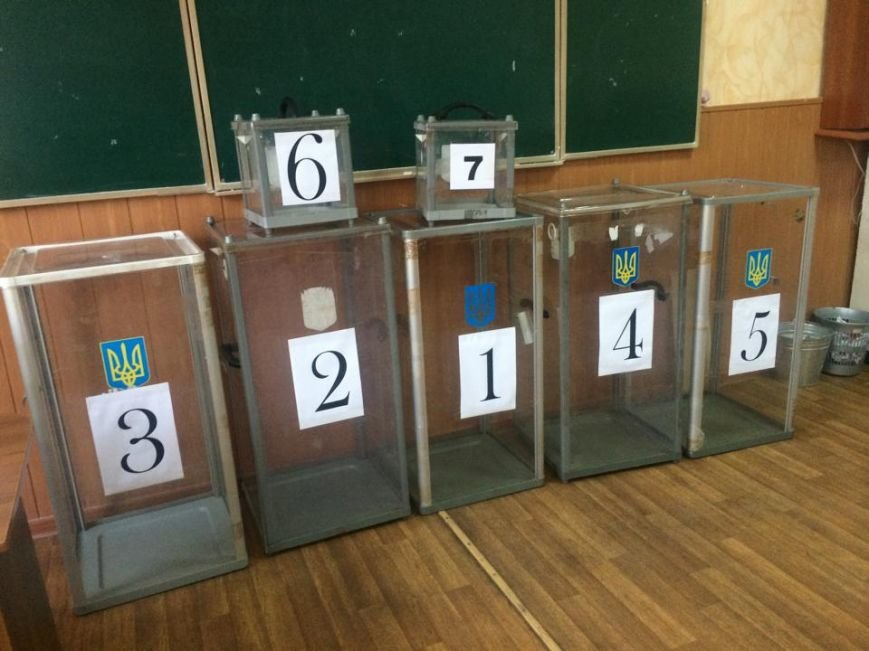 В Мариуполе начался процесс выдачи бюллетеней участковым комиссиям (ФОТО, ВИДЕО), фото-10