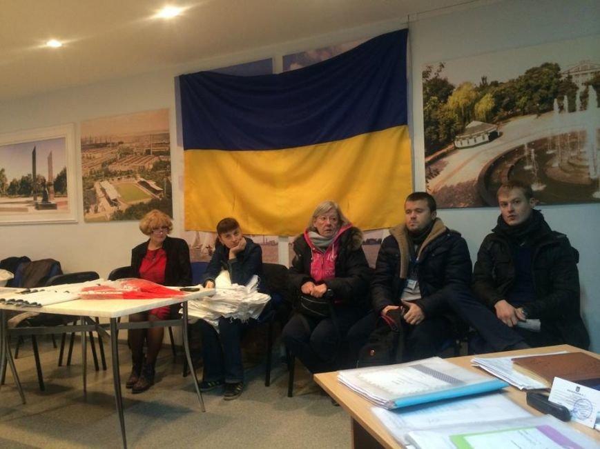 В Мариуполе начался процесс выдачи бюллетеней участковым комиссиям (ФОТО, ВИДЕО), фото-1