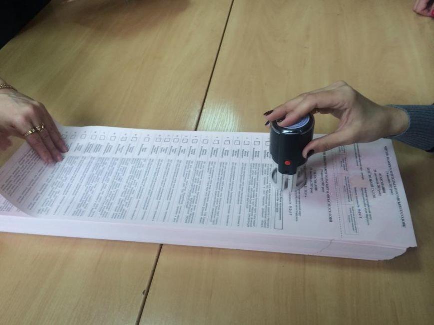 В Мариуполе начался процесс выдачи бюллетеней участковым комиссиям (ФОТО, ВИДЕО), фото-9