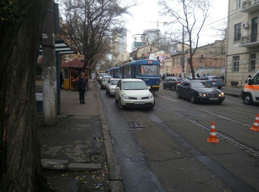 Из-за смертельной аварии в центре Одессы полиция остановила движение (ФОТО) (фото) - фото 1