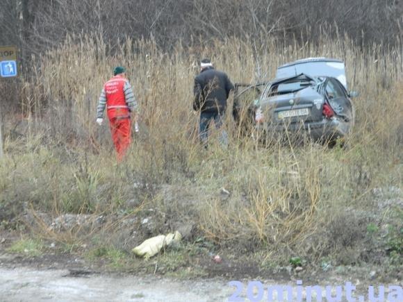 Кривава ДТП: поблизу Тернополя зіткнулися дві легківки і автобус (фото) (фото) - фото 2