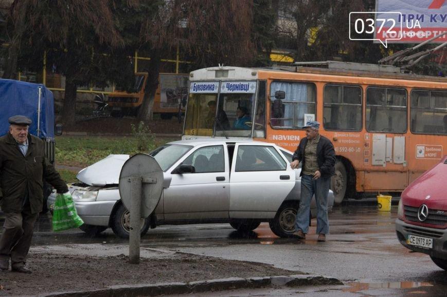 На Проспекті Незалежності ДТП, перекрито рух трапнспорту (ФОТО) (фото) - фото 1