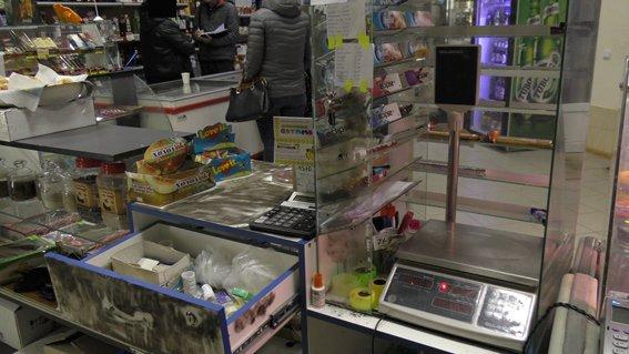 Лихие 90-е возвращаются в Николаев: вооруженные преступники ограбили продуктовый магазин (ФОТО) (фото) - фото 2