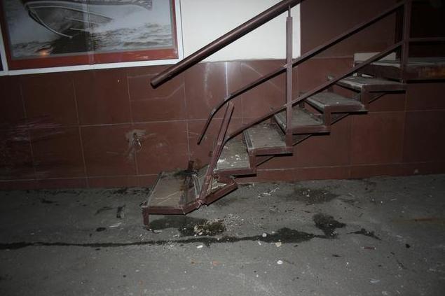 На проспекте Гагарина машина «влетела» в жилой дом (ФОТО) (фото) - фото 1