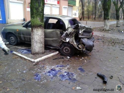 В Мариуполе водитель «Mercedes»  врезался в столб и столкнулся с припаркованным «Daewoo» (ФОТО), фото-2