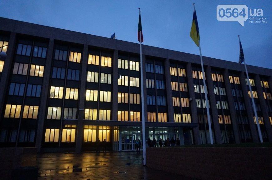 В Кривом Роге: «заминировали» админздания, допрашивали членов горизбиркома, а нардеп предложил перевыборы мэра (фото) - фото 3