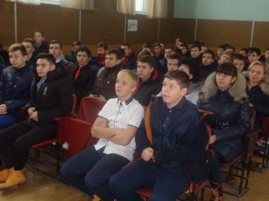 Учащиеся Димитрова увидели, как служит и защищает местная полиция (фото) - фото 2