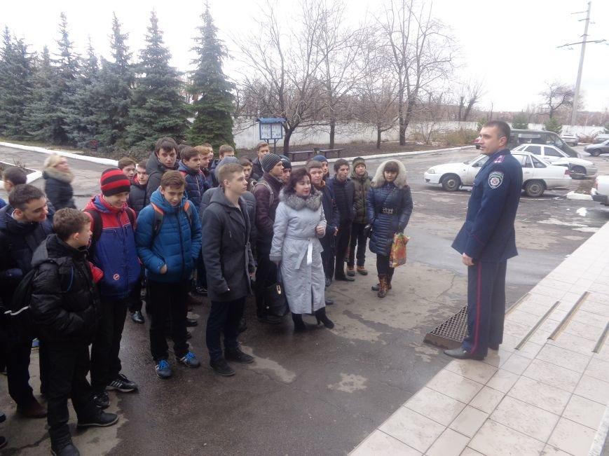 Учащиеся Димитрова увидели, как служит и защищает местная полиция (фото) - фото 1