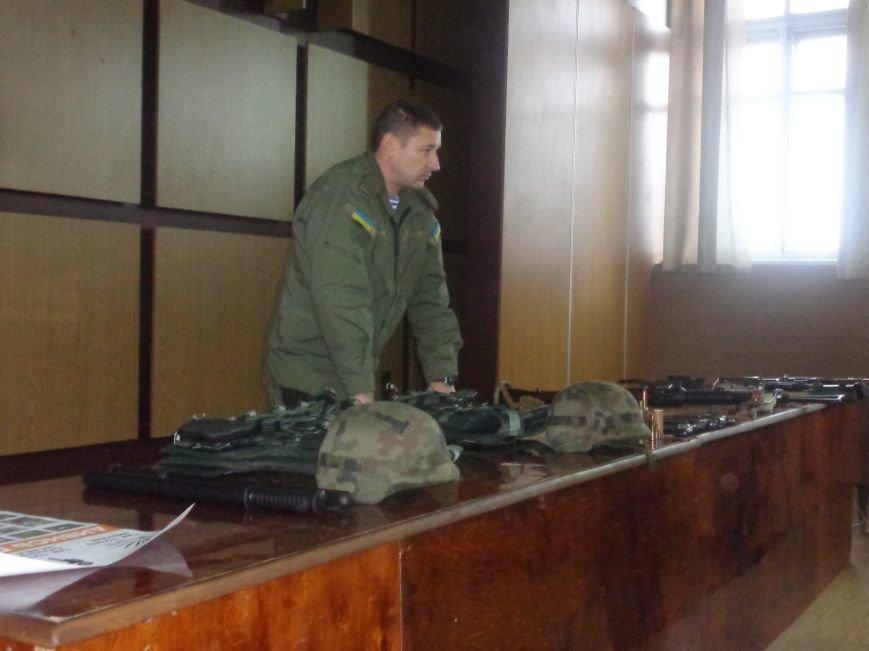 Учащиеся Димитрова увидели, как служит и защищает местная полиция (фото) - фото 3