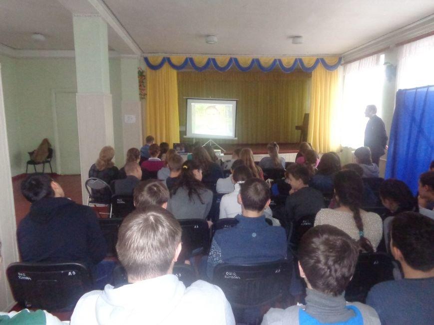 «Городские стражи» назвали учащимся 8-11 классов ОШ №12 Красноармейска 10 причин не употреблять наркотики (фото) - фото 2