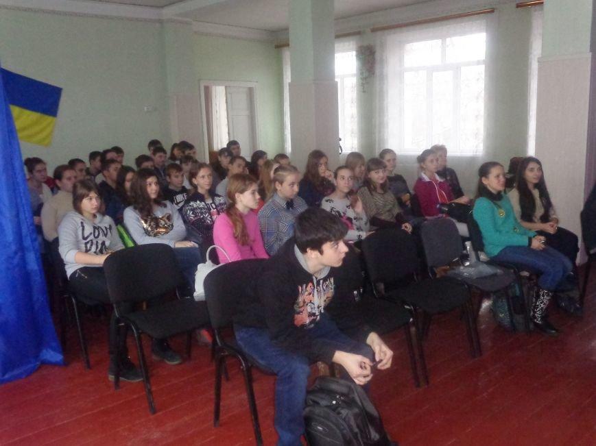 «Городские стражи» назвали учащимся 8-11 классов ОШ №12 Красноармейска 10 причин не употреблять наркотики (фото) - фото 1