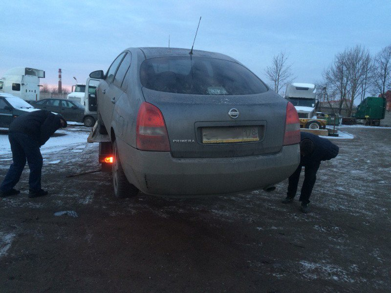 Эвакуатор едва не «потерял» автомобиль в городе Пушкине (фото) - фото 1