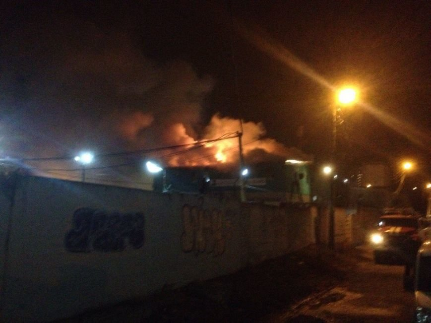 На Алексеевке горит школа танцев (фото) - фото 1