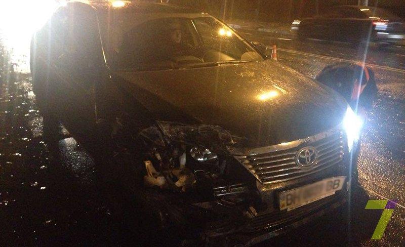 2c7af4f3a543c80d096354240891f6fe В Одессе из-за скользкой дороги произошло тройное ДТП