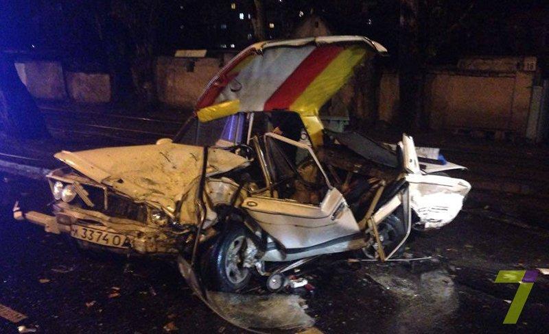 В Одессе из-за скользкой дороги произошло тройное ДТП (ФОТО) (фото) - фото 1