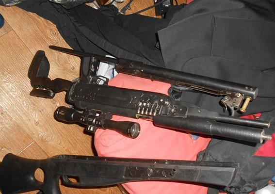 0fe963752ba2465a69b09ab5ca87e82c В Измаиле Одесской области мужчина собрал целый арсенал нелегального оружия