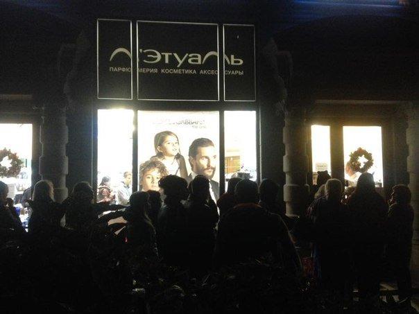 Огни Ялты: интернет на свежем воздухе, ночной джаз и аншлаг у парфюмерного магазина (фото) - фото 1