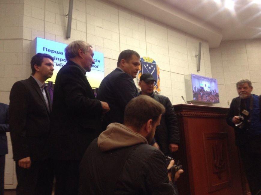 Первая сессия: новоизбранные депутаты Днепропетровского горсовета вступают в права (фото) - фото 2