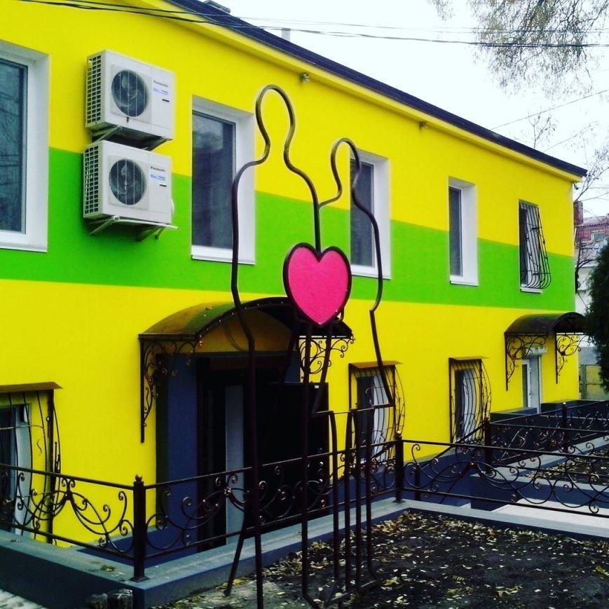 «Яркие люди» внесли красок в серые будни Николаева (ФОТОФАКТ) (фото) - фото 1