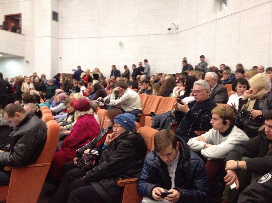 В Днепропетровске сорвали сессию горсовета (ФОТО) (фото) - фото 2