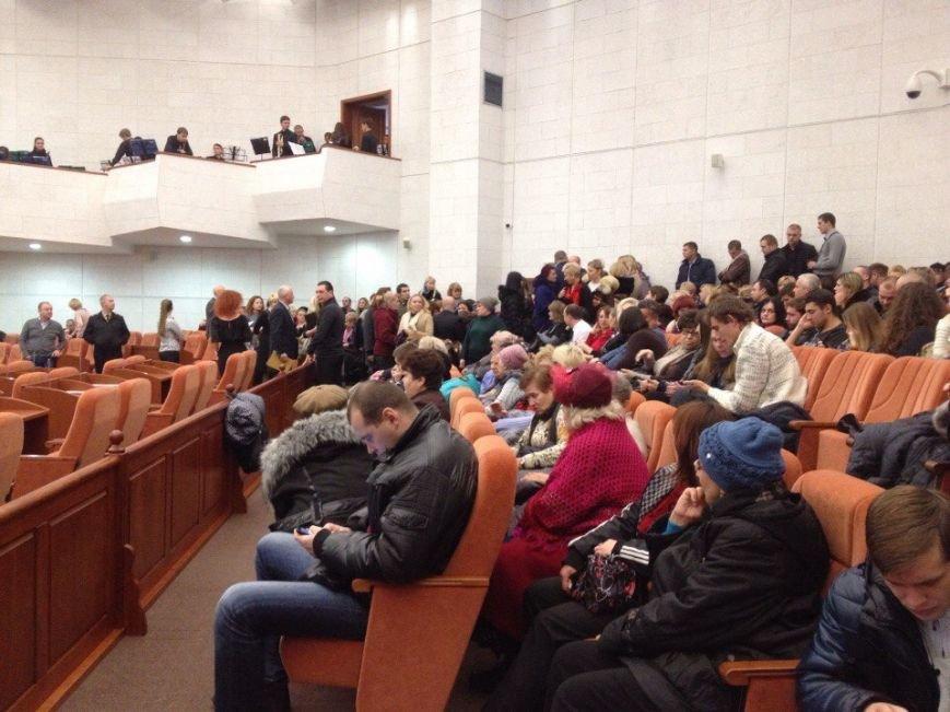 В Днепропетровске сорвали сессию горсовета (ФОТО) (фото) - фото 1