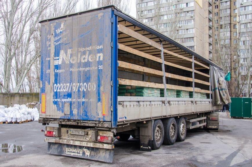 В Сватово двинулись еще три фуры с гуманитарной помощью от Днепропетровщины (ФОТО) (фото) - фото 3