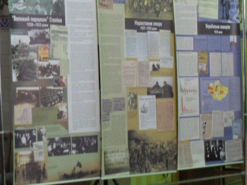 Щоб свічка пам'яті не згасла: у Полтаві відкрилася виставка «Спротив геноциду» (фото) - фото 4