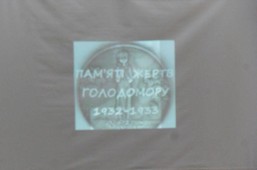 Щоб свічка пам'яті не згасла: у Полтаві відкрилася виставка «Спротив геноциду» (фото) - фото 3