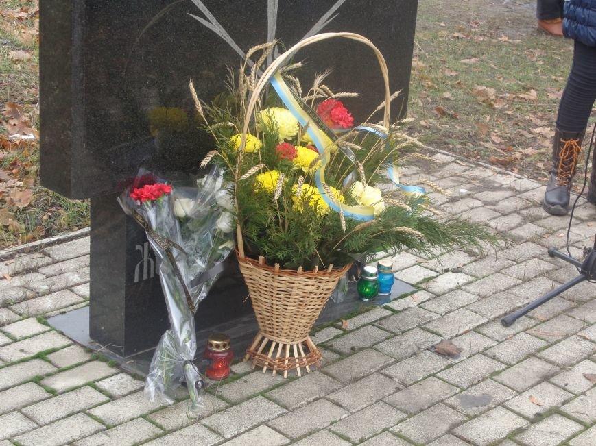 «Пам'ять народу – найдостовірніше джерело»: в Красноармейске прошел митинг-реквием памяти жертв беспощадного Голодомора (фото) - фото 3