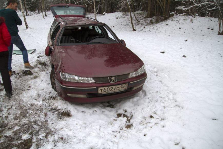 В новой Москве сотрудница МЧС ТиНАО оказала помощь водителю, попавшему в ДТП (ФОТО) (фото) - фото 1