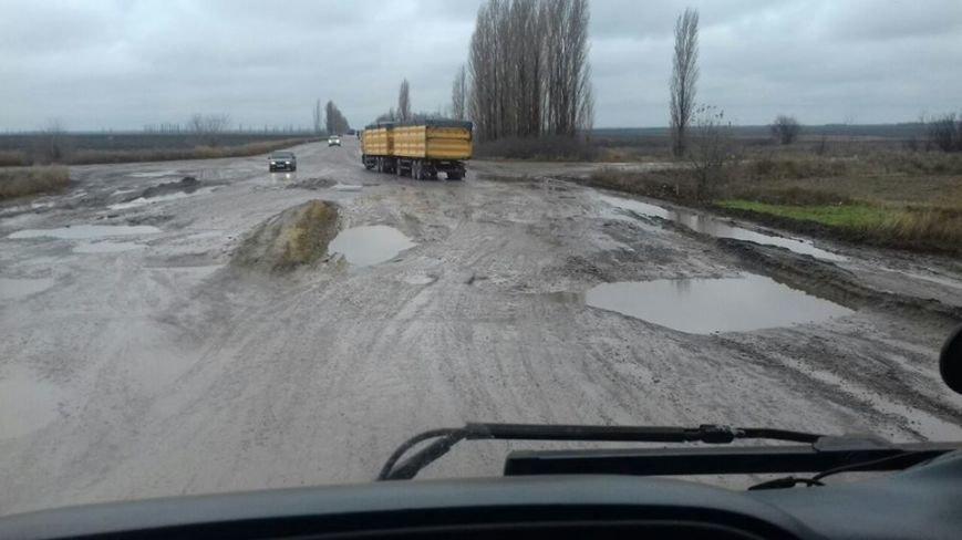 Привет ямам: дорога на Николаевщине напоминает фильм ужасов (ФОТОФАКТ) (фото) - фото 1