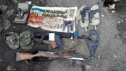 Сотрудники СБУ обнаружили в Славянске тайник с оружием и документами (фото) - фото 2