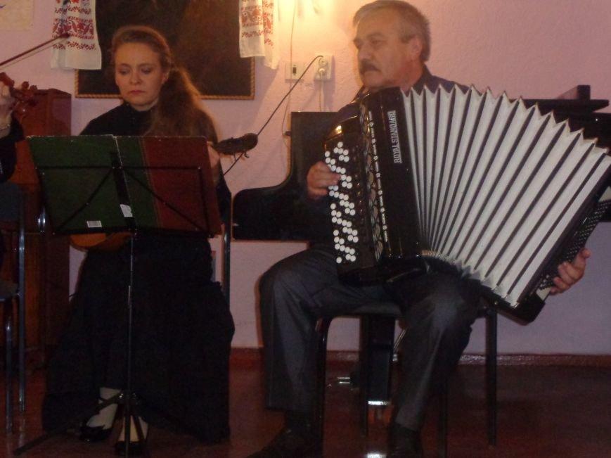 В Красноармейской музыкальной школе имени Н. Д. Леонтовича состоялся душевный и полный скорби концерт-реквием (фото) - фото 1