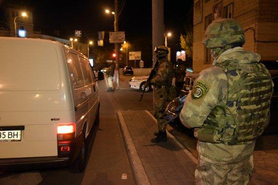 На въездах в Мариуполь усилили проверку транспорта на период выборов (фото) - фото 1