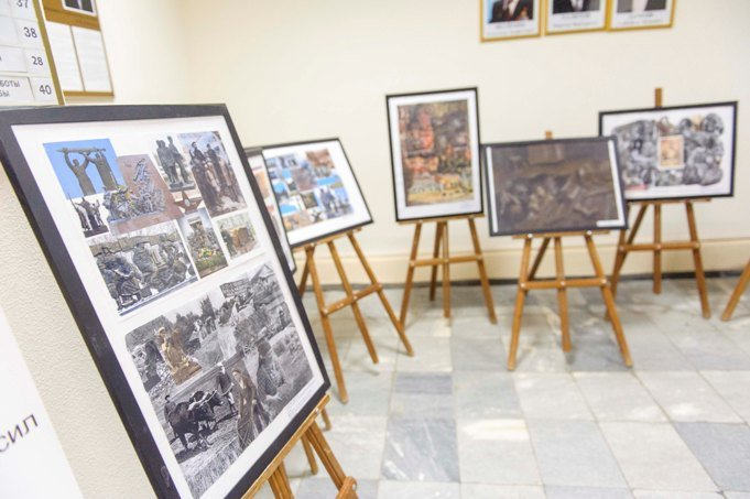 Выставку творческих работ, посвященных труженикам тыла можно увидеть в администрации (фото) (фото) - фото 1