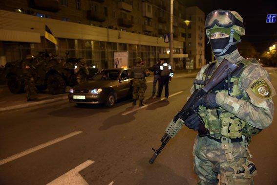 В Мариуполе полицейские перешли на усиленный режим работы (ФОТО) (фото) - фото 1