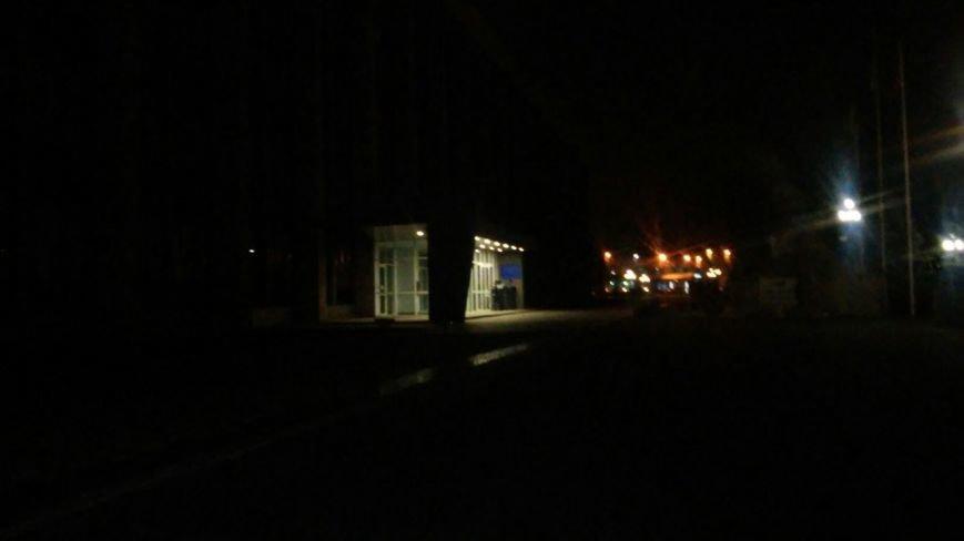 Горящие шины подействовали: под Криворожским горисполкомом включили наружное освещение (ФОТО) (фото) - фото 2