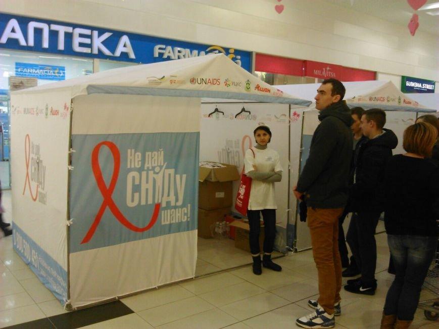 В одесском торговом центре все желающие проходят экспресс-тест на ВИЧ (ФОТО) (фото) - фото 1