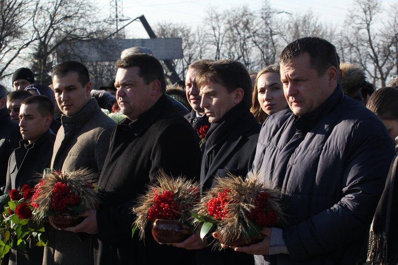 Днепропетровщина почтила память жертв Голодомора (ФОТО) (фото) - фото 3