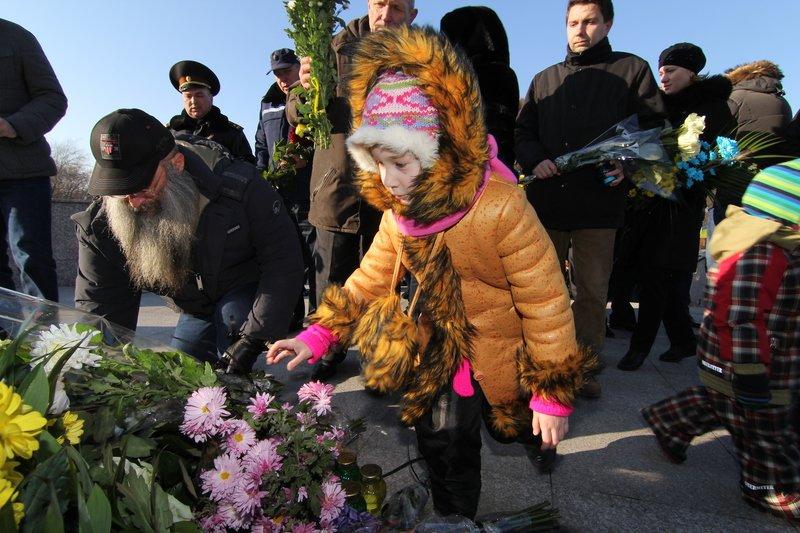Днепропетровщина почтила память жертв Голодомора (ФОТО) (фото) - фото 9