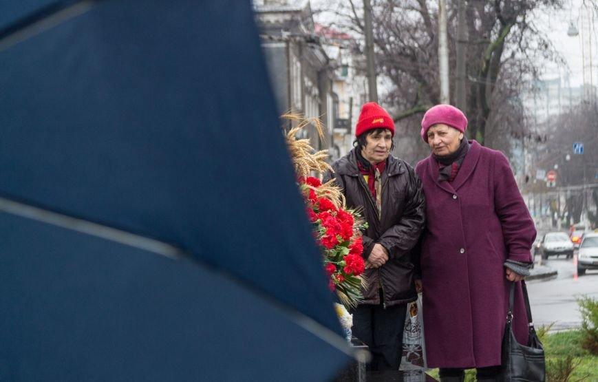 ec8d258b8d2d88fdabb08f771814a886 Одесса чтит память жертв Голодоморов